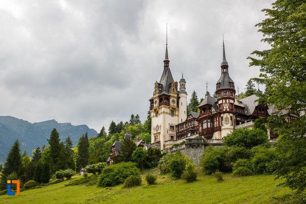 castelul-peles-din-sinaia-judetul-prahova-imagine-de-ansamblu.jpg