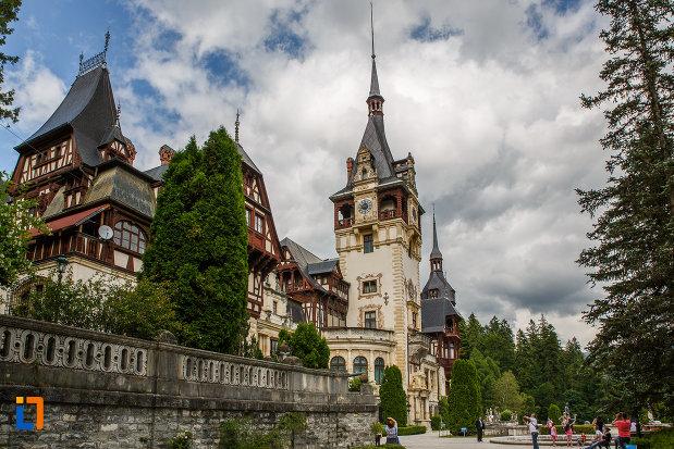castelul-peles-din-sinaia-judetul-prahova-monument-istoric.jpg