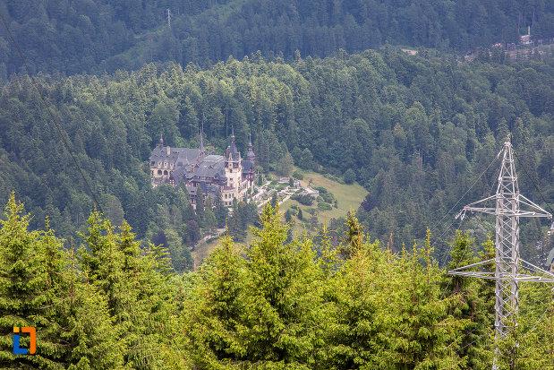 castelul-peles-vazut-din-telecabina-din-sinaia-judetul-prahova.jpg