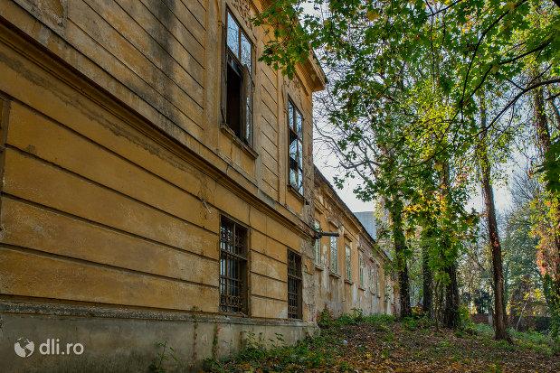castelul-stubenberg-din-sacueni-judetul-bihor-vazut-din-lateral.jpg