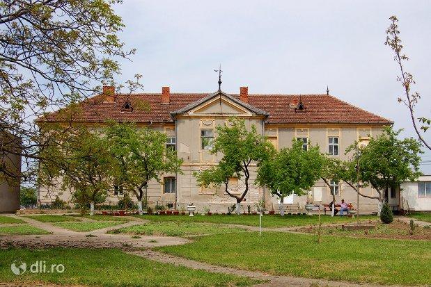 castelul-thelegdy.jpg