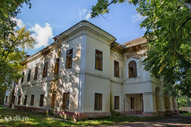 castelul-vecsey-livada-judetul-satu-mare.jpg