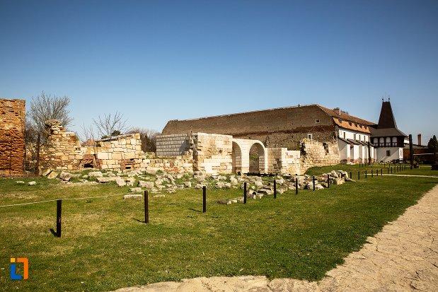 castrul-roman-poarta-de-sud-din-alba-iulia-judetul-alba.jpg
