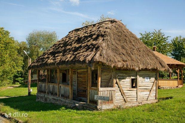 casuta-oseneasca-muzeul-satului-osenesc-din-negresti-oas-judetul-satu-mare.jpg