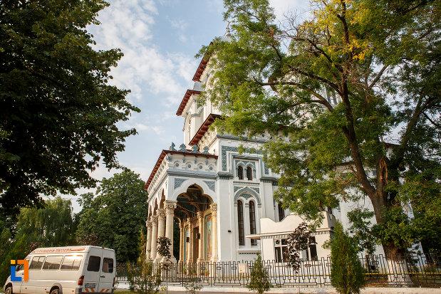catedrala-domneasca-sf-alexandru-din-alexandria-judetul-teleorman-privita-din-lateral.jpg
