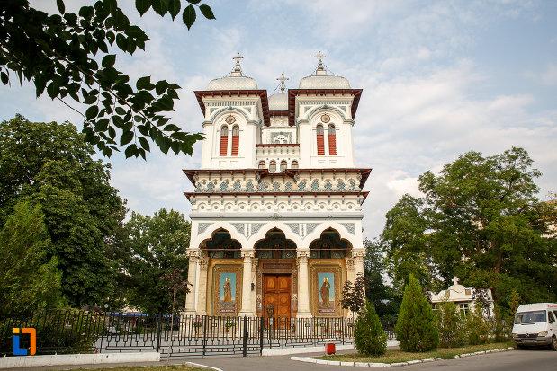 catedrala-domneasca-sf-alexandru-din-alexandria-judetul-teleorman.jpg