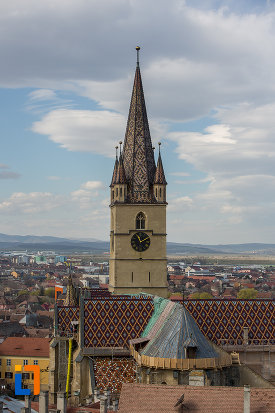 catedrala-evanghelica-sf-maria-din-sibiu-judetul-sibiu-fotografiata-de-la-inaltime.jpg