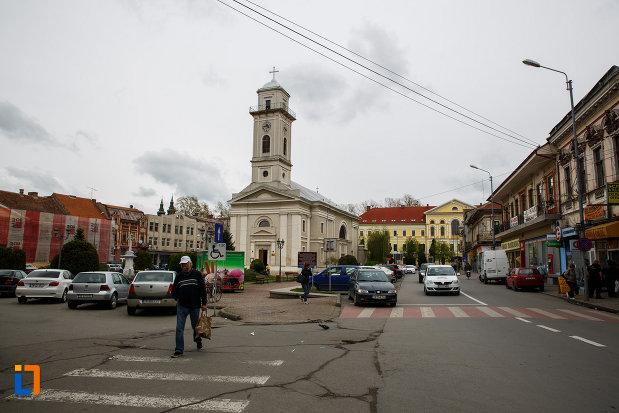 catedrala-greco-catolica-pogorarea-sf-duh-din-lugoj-judetul-timis-imagine-de-la-distanta.jpg