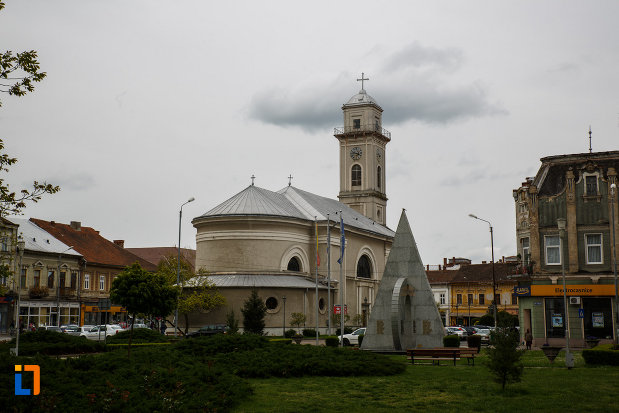 catedrala-greco-catolica-pogorarea-sf-duh-din-lugoj-judetul-timis-vazuta-din-spate.jpg