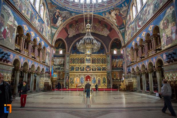 catedrala-mitropolitana-sf-treime-din-sibiu-judetul-sibiu-vazuta-din-interior.jpg