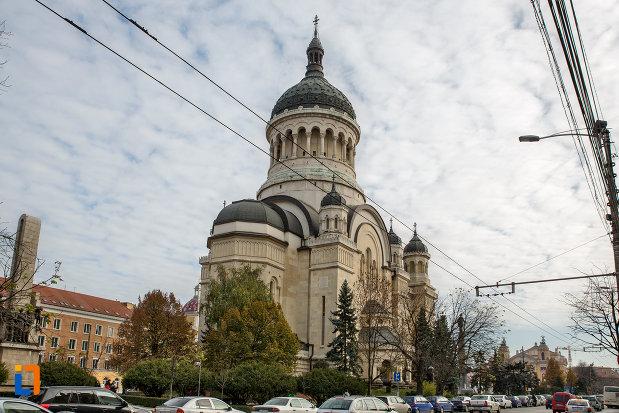 catedrala-ortodoxa-a-vadului-feleacului-si-clujului-din-cluj-napoca-judetul-cluj-vazuta-din-spate.jpg