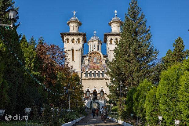 catedrala-ortodoxa-adormirea-maicii-domnului-din-zalau-judetul-salaj.jpg