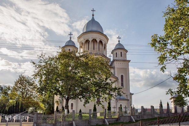 catedrala-ortodoxa-din-calinesti-oas-judetul-satu-mare-vedere-din-spate.jpg