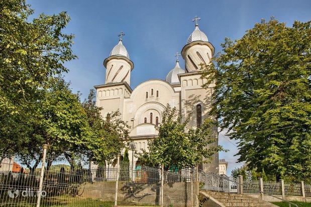 catedrala-ortodoxa-din-calinesti-oas-judetul-satu-mare.jpg
