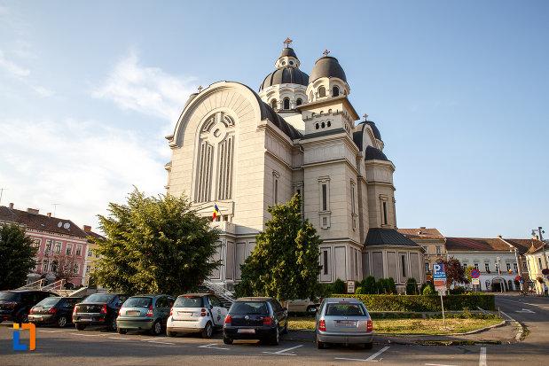 catedrala-ortodoxa-inaltarea-domnului-din-targu-mures-judetul-mures-aflata-in-parcul-central.jpg