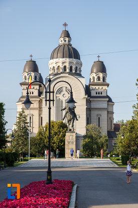 catedrala-ortodoxa-inaltarea-domnului-din-targu-mures-judetul-mures-vazuta-din-fata.jpg