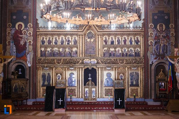 catedrala-ortodoxa-sf-arhangheli-mihail-si-gavril-din-orastie-judetul-hunedoara-altar-si-doua-iconostasuri.jpg