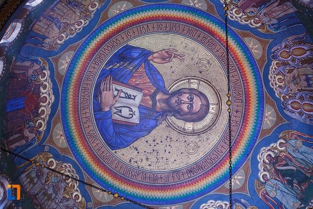 catedrala-ortodoxa-sf-arhangheli-mihail-si-gavril-din-orastie-judetul-hunedoara-bolta-cu-icoana-lui-iisus.jpg
