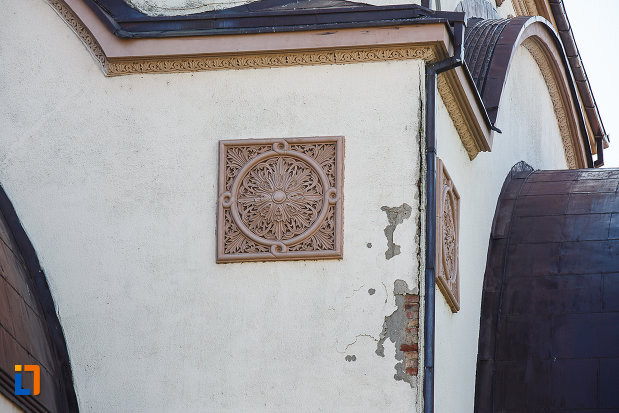catedrala-ortodoxa-sf-arhangheli-mihail-si-gavril-din-orastie-judetul-hunedoara-careu-decorativ.jpg