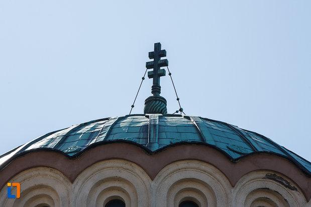 catedrala-ortodoxa-sf-arhangheli-mihail-si-gavril-din-orastie-judetul-hunedoara-cupola-vazuta-din-exterior.jpg