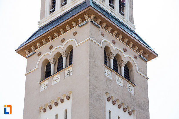 catedrala-ortodoxa-sf-arhangheli-mihail-si-gavril-din-orastie-judetul-hunedoara-ferestrele-din-turn.jpg