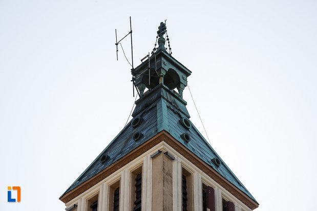catedrala-ortodoxa-sf-arhangheli-mihail-si-gavril-din-orastie-judetul-hunedoara-imagine-cu-varful-turnului.jpg