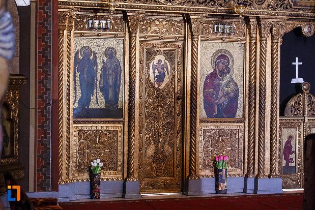 catedrala-ortodoxa-sf-arhangheli-mihail-si-gavril-din-orastie-judetul-hunedoara-locul-pentru-spovedanie.jpg