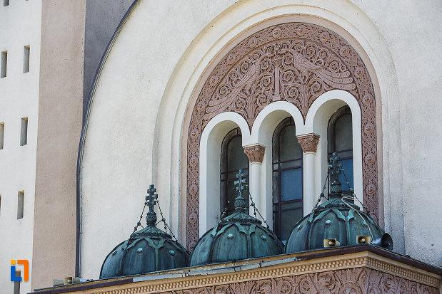catedrala-ortodoxa-sf-arhangheli-mihail-si-gavril-din-orastie-judetul-hunedoara-partea-superioara-de-la-intrare.jpg