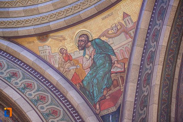 catedrala-ortodoxa-sf-arhangheli-mihail-si-gavril-din-orastie-judetul-hunedoara-pictura-murala-intre-arce.jpg