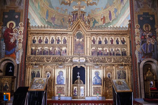 catedrala-ortodoxa-sf-arhangheli-mihail-si-gavril-din-orastie-judetul-hunedoara-picturi-murale-cu-figuri-religioase.jpg