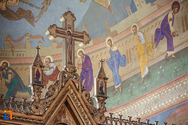 catedrala-ortodoxa-sf-arhangheli-mihail-si-gavril-din-orastie-judetul-hunedoara-scena-cu-semnificatie-religioasa.jpg
