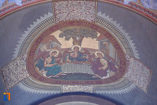 catedrala-ortodoxa-sf-arhangheli-mihail-si-gavril-din-orastie-judetul-hunedoara-sfanta-treime.jpg