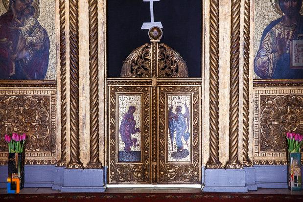 catedrala-ortodoxa-sf-arhangheli-mihail-si-gavril-din-orastie-judetul-hunedoara-usa-de-la-preot.jpg