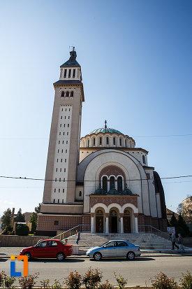 catedrala-ortodoxa-sf-arhangheli-mihail-si-gavril-din-orastie-judetul-hunedoara-vazuta-din-fata.jpg