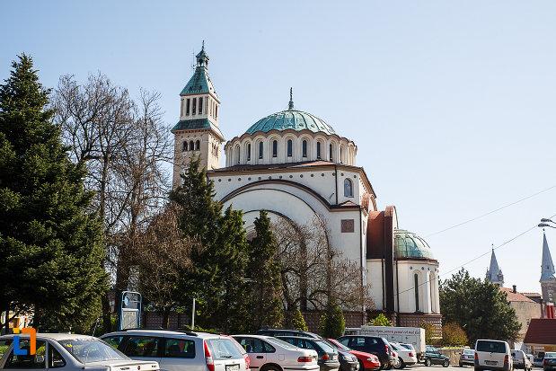catedrala-ortodoxa-sf-arhangheli-mihail-si-gavril-din-orastie-judetul-hunedoara.jpg