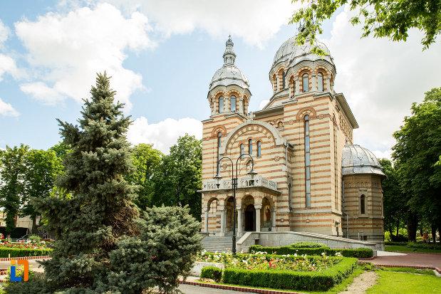 catedrala-ortodoxa-sf-gheorghe-din-tecuci-judetul-galati.jpg