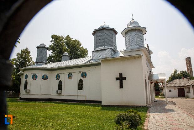catedrala-ortodoxa-sf-teodor-tiron-1818-din-rosiori-de-vede-judetul-teleorman.jpg