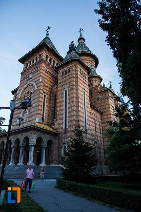 catedrala-ortodoxa-sf-trei-ierarhi-din-timisoara-judetul-timis-vazuta-din-lateral.jpg