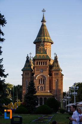 catedrala-ortodoxa-sf-trei-ierarhi-din-timisoara-judetul-timis.jpg