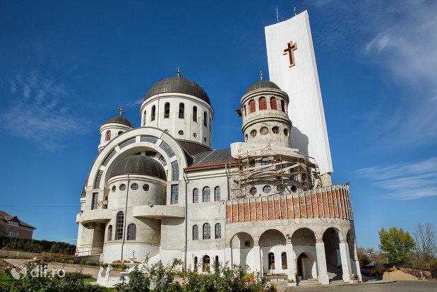 catedrala-ortodoxa-sfanta-vineri-din-zalau-judetul-salaj-vazuta-din-lateral.jpg