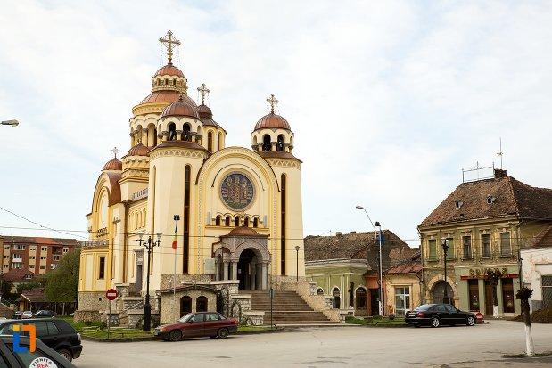 catedrala-ortodoxa-sfintii-trei-ierarhi-din-aiud-judetul-alba.jpg