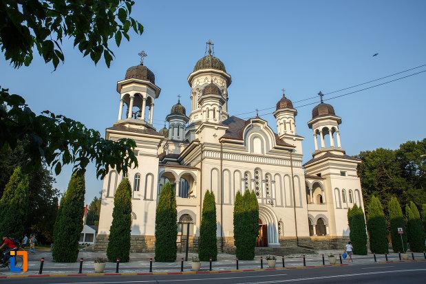 catedrala-pogorarea-sfantului-duh-din-radauti-judetul-suceava.jpg