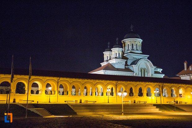 catedrala-reintregirii-din-alba-iulia-judetul-alba-vazuta-noaptea.jpg
