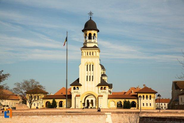 catedrala-reintregirii-din-alba-iulia-judetul-alba.jpg