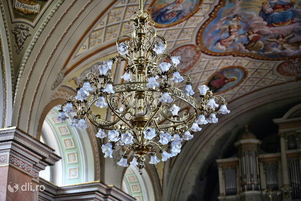 catedrala-romano-catolica-dieceza-de-satu-mare-candelabru.jpg