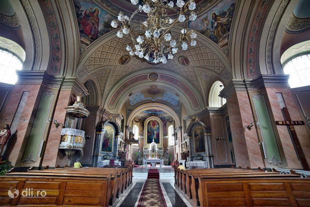 catedrala-romano-catolica-dieceza-de-satu-mare-vedere-spre-altar-de-la-intrare.jpg