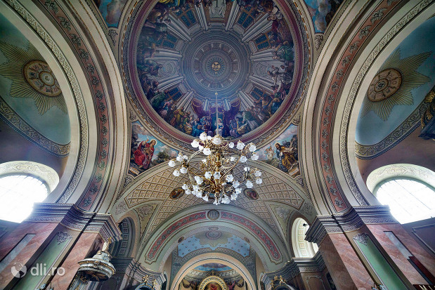 catedrala-romano-catolica-dieceza-de-satu-mare-vedere-spre-partea-de-sus-a-bisericii.jpg