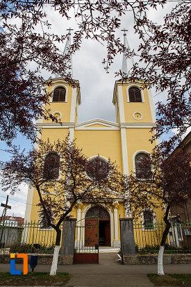 catedrala-romano-catolica-din-hunedoara-judetul-hunedoara.jpg