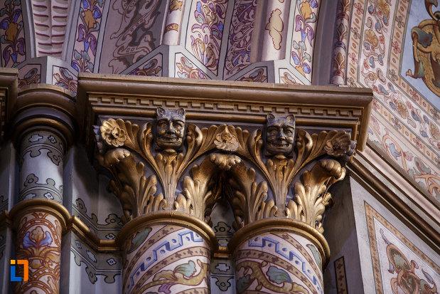catedrala-romano-catolica-millenium-din-timisoara-judetul-timis-cateva-detalii-ornamentale.jpg