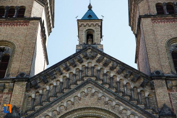catedrala-romano-catolica-millenium-din-timisoara-judetul-timis-cateva-motive-decorative.jpg